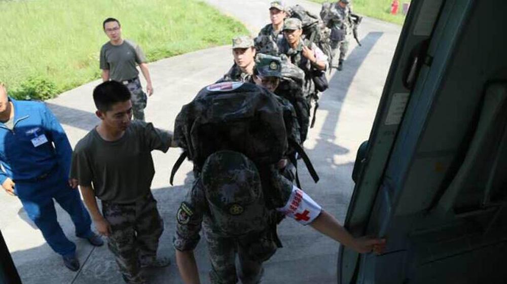 陆军某陆航旅派出8架直升机前往地震灾区救援