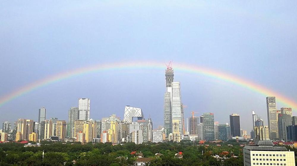 暴雨过后 京城上空现美丽彩虹