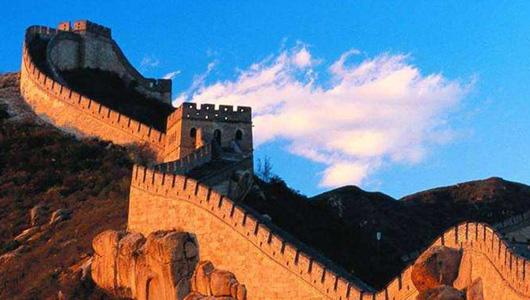 八达岭长城遭刻字涂鸦 保护历史文物任重道远