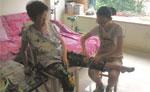 13岁少女照顾偏瘫外婆9年 自创康复操当私人教练