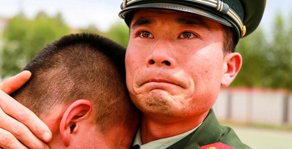 森警战士哭成泪人儿
