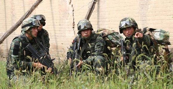 山西武警组织野外训练演练提高反恐处突能力