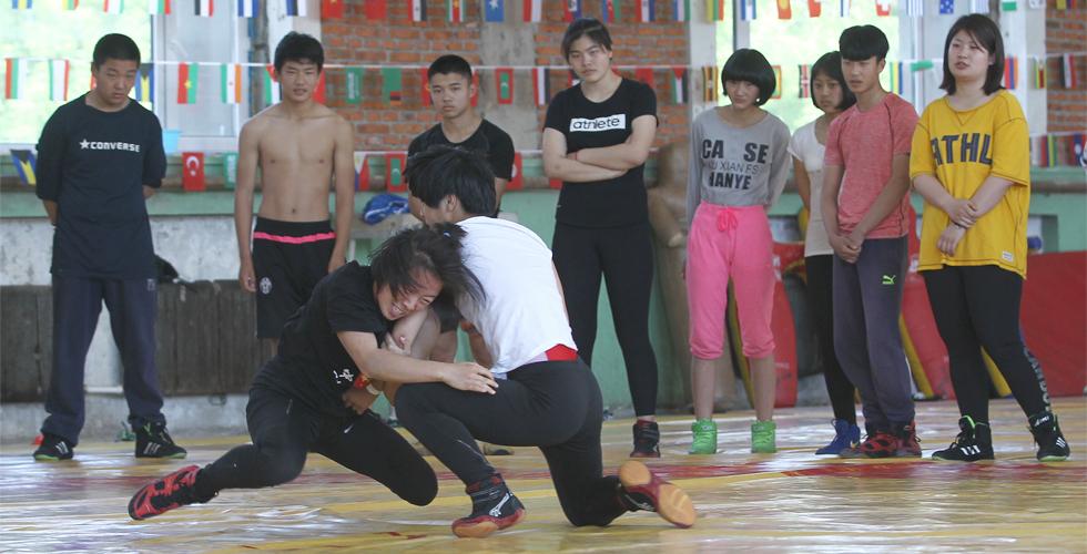 摔跤吧!女孩
