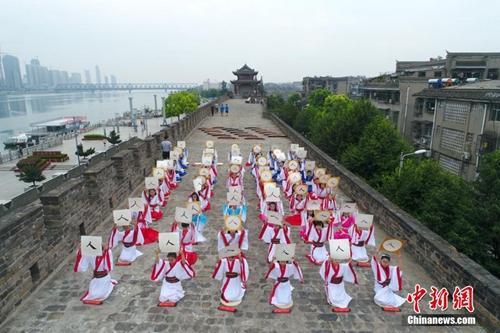 """中国明清城墙""""申遗""""路:珍贵遗产如何保护?"""