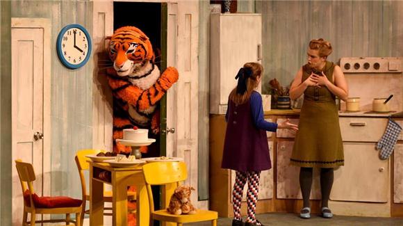 英国经典绘本改编儿童剧《老虎来喝下午茶》在京上演