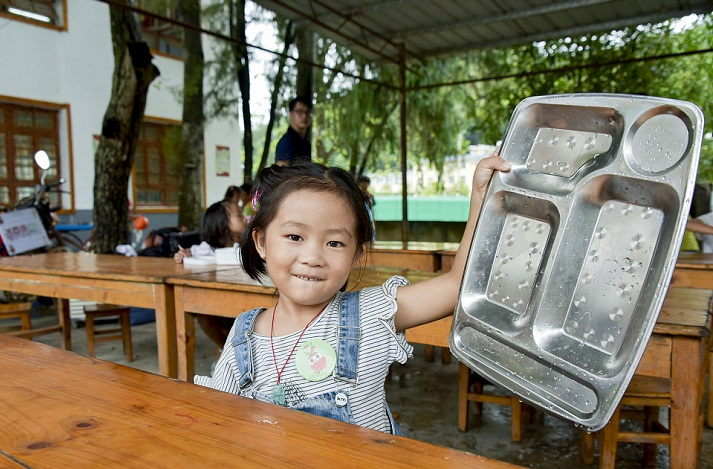 """贵州从江:""""营养餐""""让易地扶贫搬迁孩子吃饭不愁"""