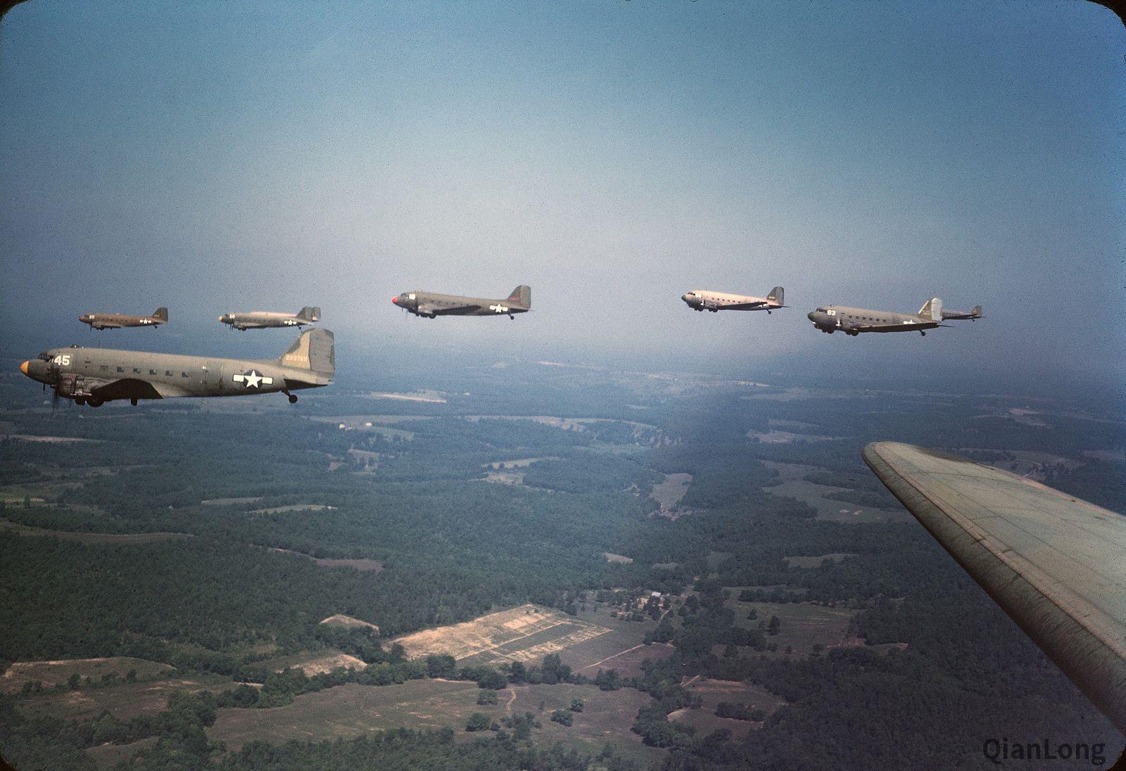 03.1944年,在密苏里州沃伦斯堡地区进行飞行训练的DC-3运输机集群。