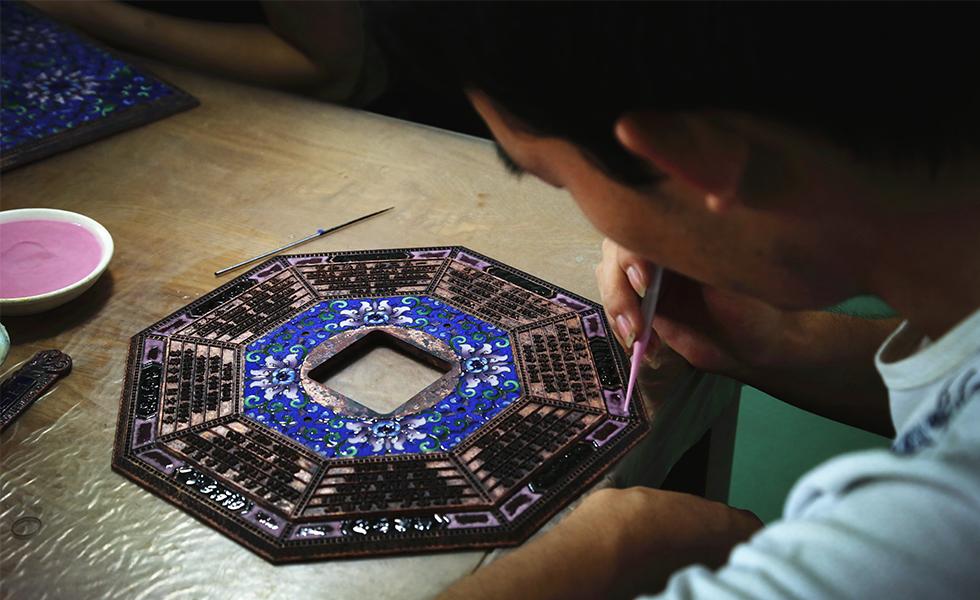 国礼景泰蓝的制作之路:从铜胎到成品