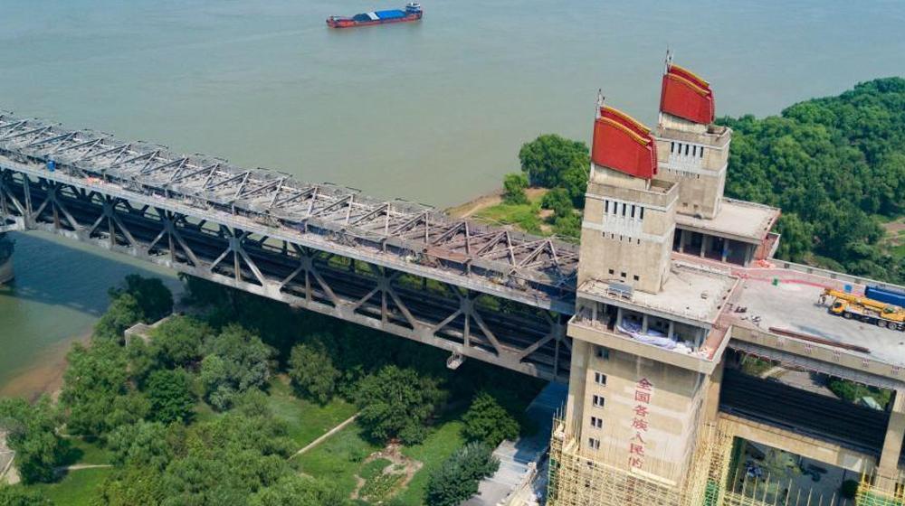 """南京长江大桥主桥桥面全部拆除露出""""铮铮铁骨"""""""