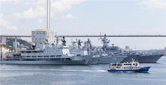 """""""海上联合—2017"""":中国海军舰艇编队抵达俄罗斯符拉迪沃斯托克"""