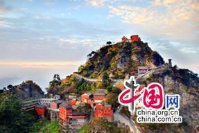 武当山8个月旅游收入37亿余元
