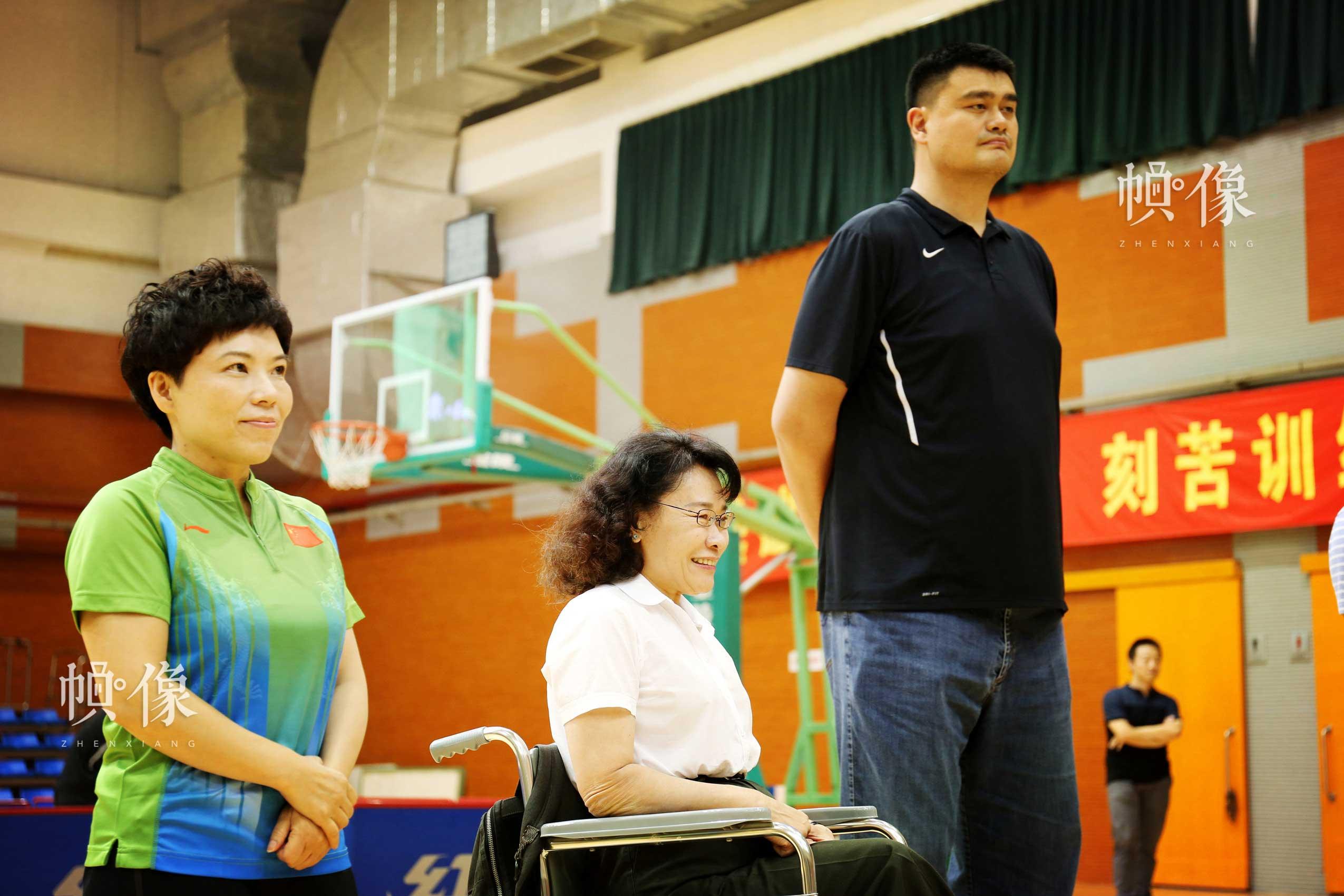 2017年8月10日,第七届残疾人健身周推广日活动在京举行。图为中国残联主席、中国残奥会主席张海迪(左二)、中国篮球协会主席姚明(右一)、邓亚萍(左一)出席活动。中国网记者 王梦泽 摄