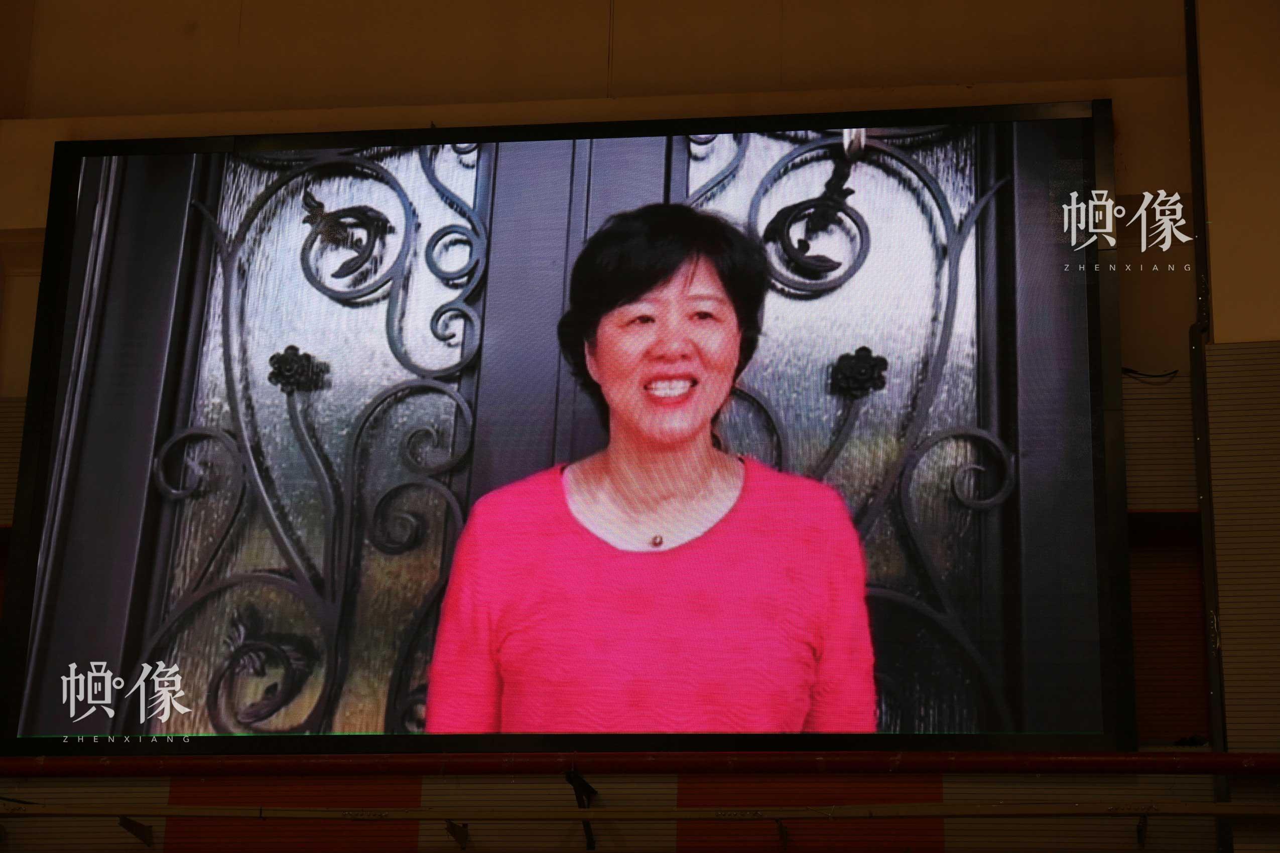 2017年8月10日,第七届残疾人健身周推广日活动在京举行,中国女排主教练郎平从美国发来VCR视频。中国网记者 王梦泽 摄