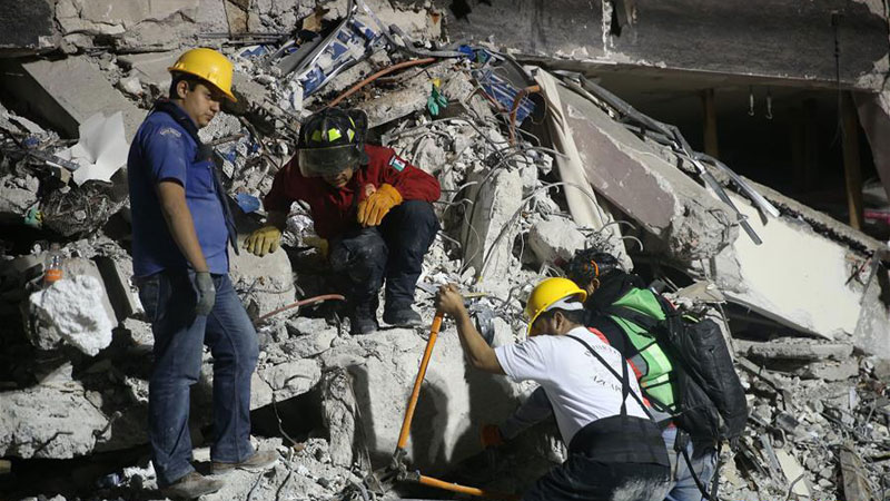 墨西哥展開震後救援