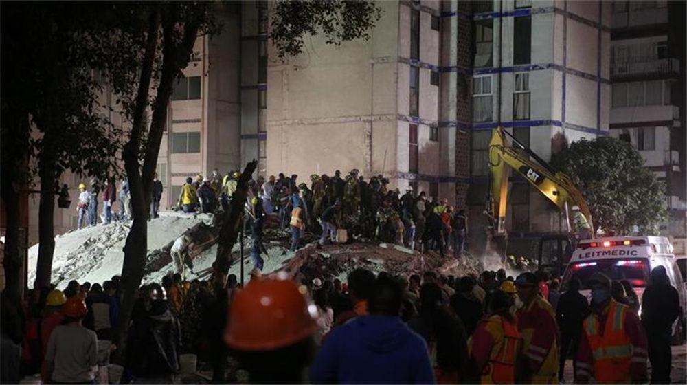 墨西哥展开震后救援