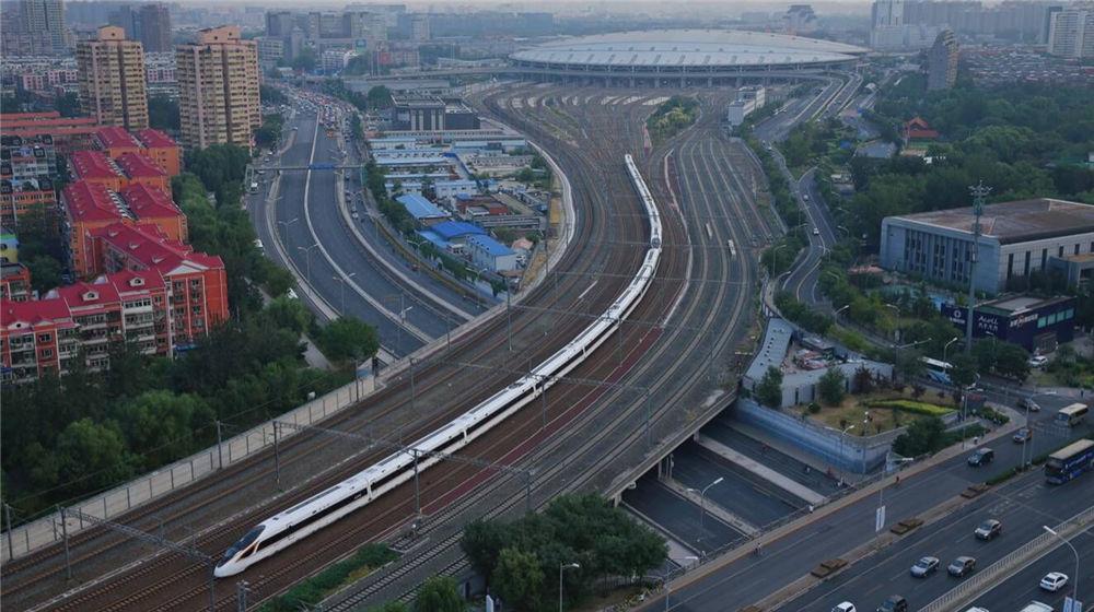 京沪高铁中国标准动车组率先实现350公里时速