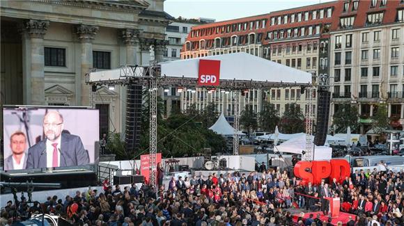 德国社民党总理候选人舒尔茨出席柏林竞选集会