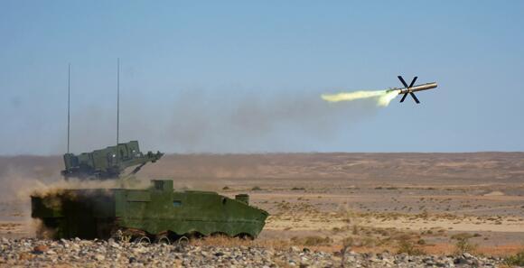第76集团军某旅进行新型反坦克导弹实弹射击