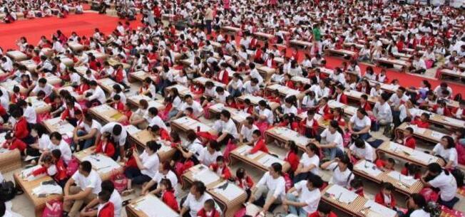 南京大报恩寺千名萌童开笔礼 破世界纪录
