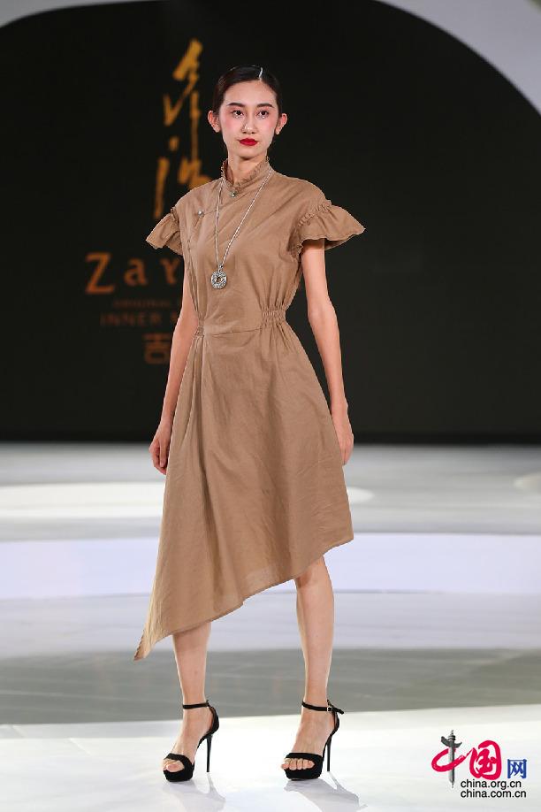 蒙古族服饰原创品牌吉雅其亮相2017北京时装周-ZAYACH吉雅其时装图片