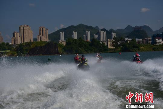 15国选手竞逐中国柳州国际水上摩托公开赛