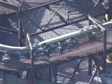 日本过山车故障 30名游客半悬空中
