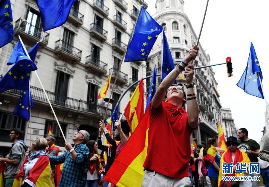 (国际)(1)巴塞罗那爆发反独立公投大游行