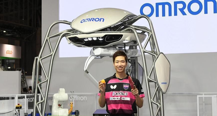 """欧姆龙乒乓球机器人与日本名将水谷隼""""过招"""""""