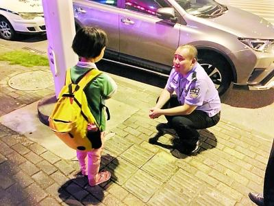 9岁娃离家出走投奔同学 民警用炸鸡哄出其父手机号