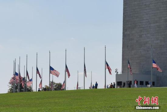 当地时间10月2日,华盛顿纪念碑为拉斯维加斯枪击事件遇难者降半旗致哀。 <a target='_blank' href='http://www.chinanews.com/'><p align=