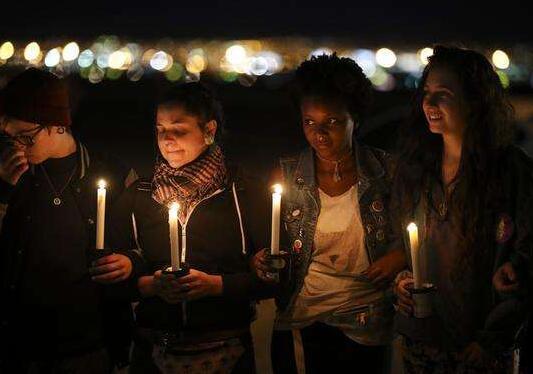 拉斯维加斯:悼念枪击遇难者