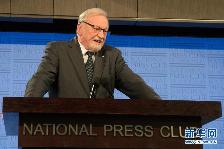10月4日,澳大利亚前外长加雷思·埃文斯在堪培拉全国记者俱乐部发表演讲。