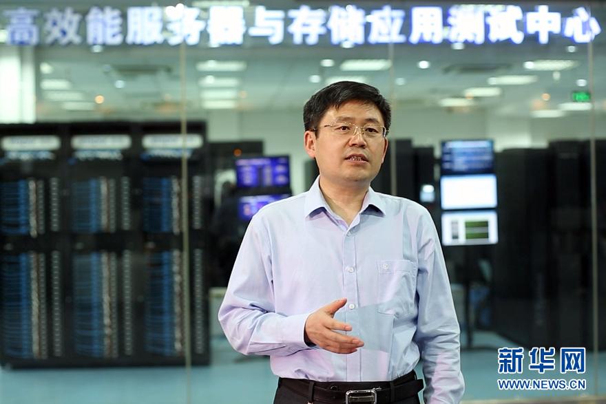 """(十九大代表风采·图文互动)(1)王恩东:坚持创新近30年 带领中国服务器系统技术从""""跟跑""""到""""领跑"""""""