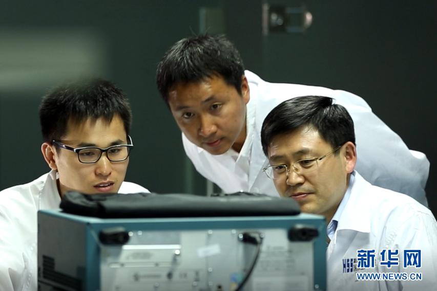 """(十九大代表风采·图文互动)(2)王恩东:坚持创新近30年 带领中国服务器系统技术从""""跟跑""""到""""领跑"""""""
