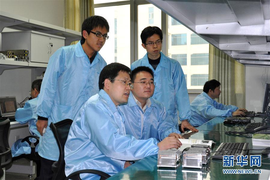 """(十九大代表风采·图文互动)(3)王恩东:坚持创新近30年 带领中国服务器系统技术从""""跟跑""""到""""领跑"""""""