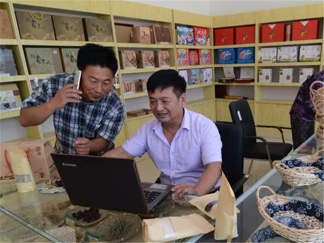 2017年上半年,中国网购用户达到了5.16亿人。中新社记者 李铁成 摄