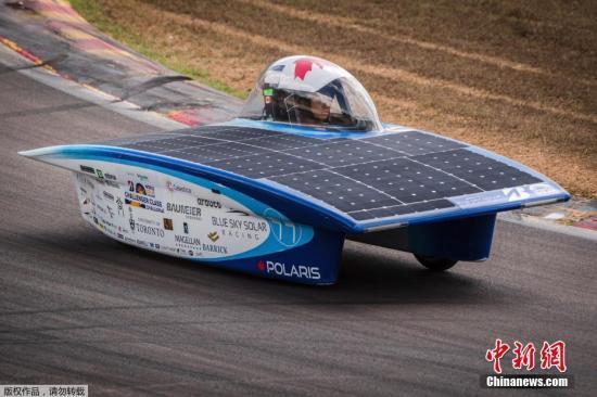 加拿大蓝天太阳能车参赛。