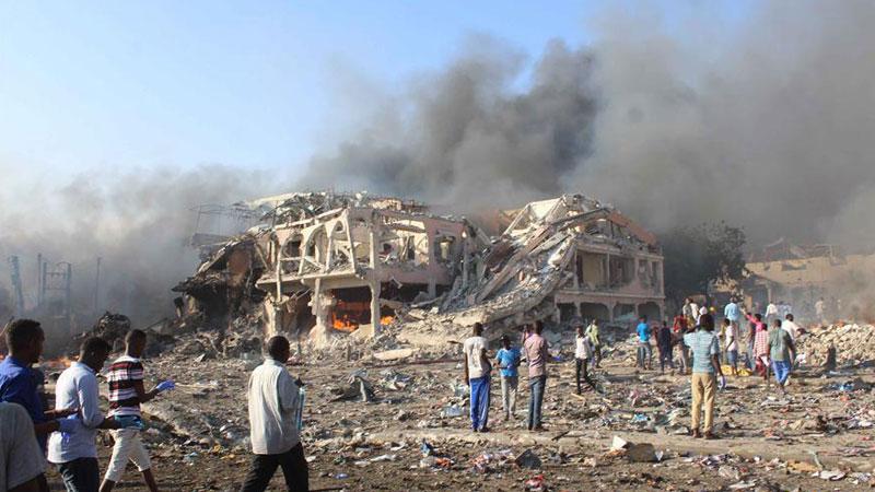索马里首都一酒店附近发生汽车炸弹袭击 至少40人死