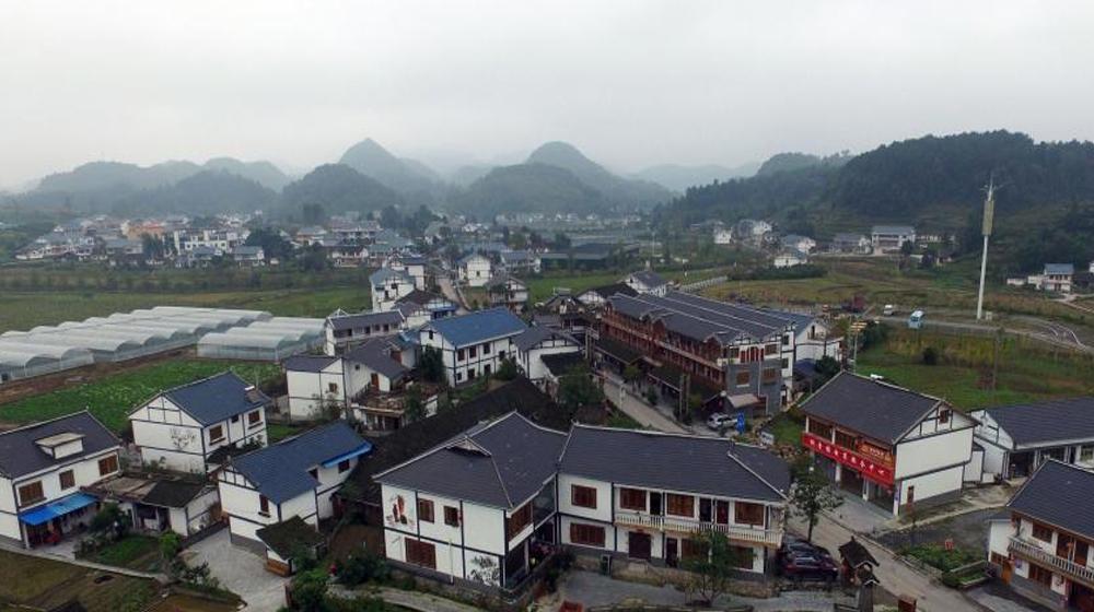 航拍贵州遵义花茂村 美丽乡村建设成效显著