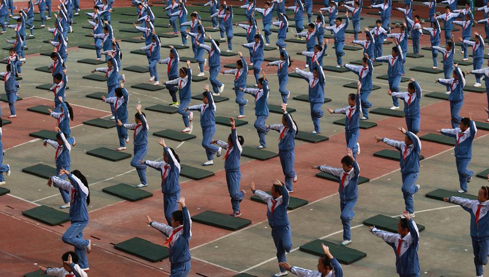 济南一校园广播体操变为戏曲操