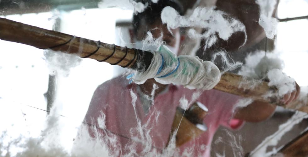 彈奏溫暖的六旬彈棉匠