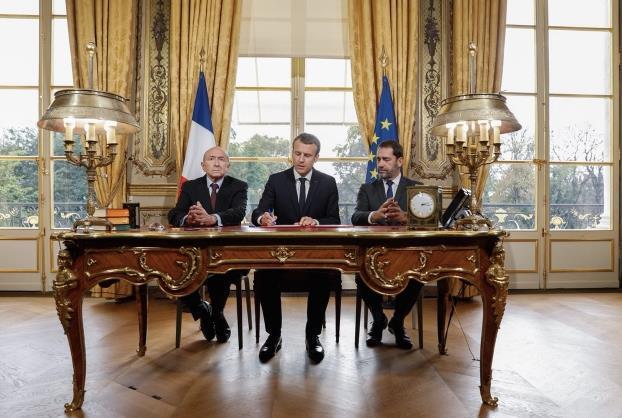 法国:马克龙签署新反恐法案