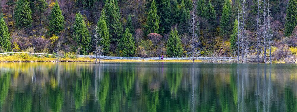达古冰山,明澈如镜的水,葡京线上娱乐可靠吗彩叶满山的林(图)