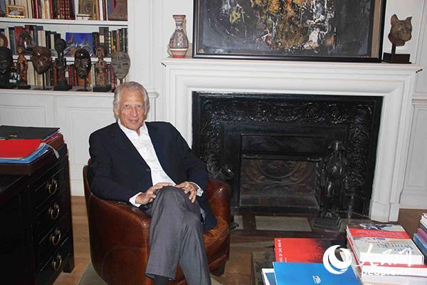 法國前總理德維爾潘在其位於巴黎的辦公室中。(圖片:何蒨)