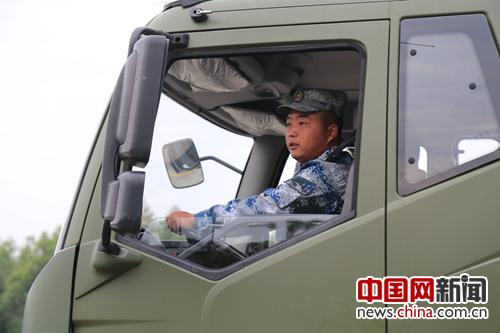 南部战区空军某场站组织新训驾驶员复训考核