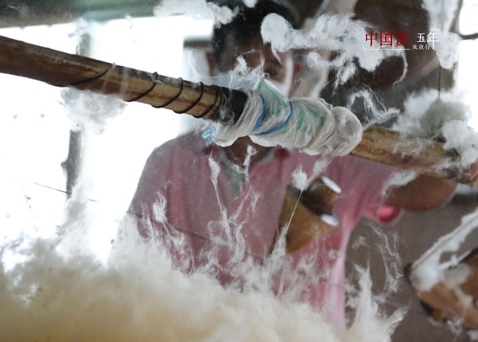 第55期:【中国说·世相】弹奏温暖的六旬弹棉匠