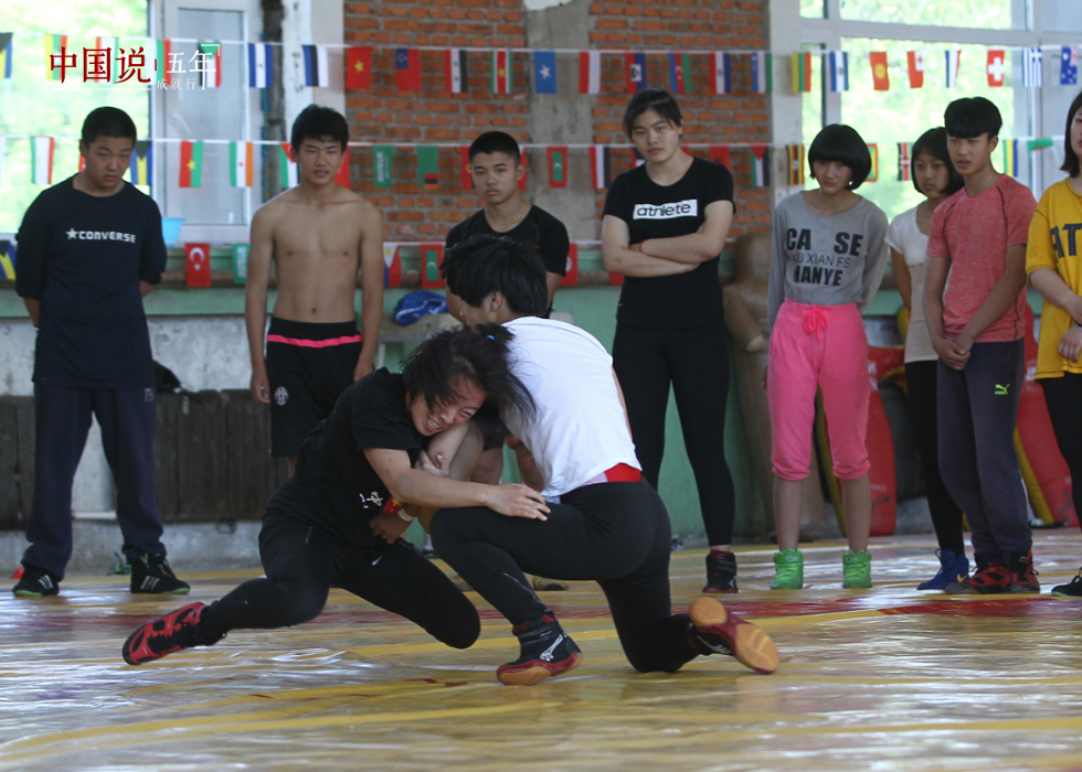 第33期:【中国说·世相】摔跤吧!女孩