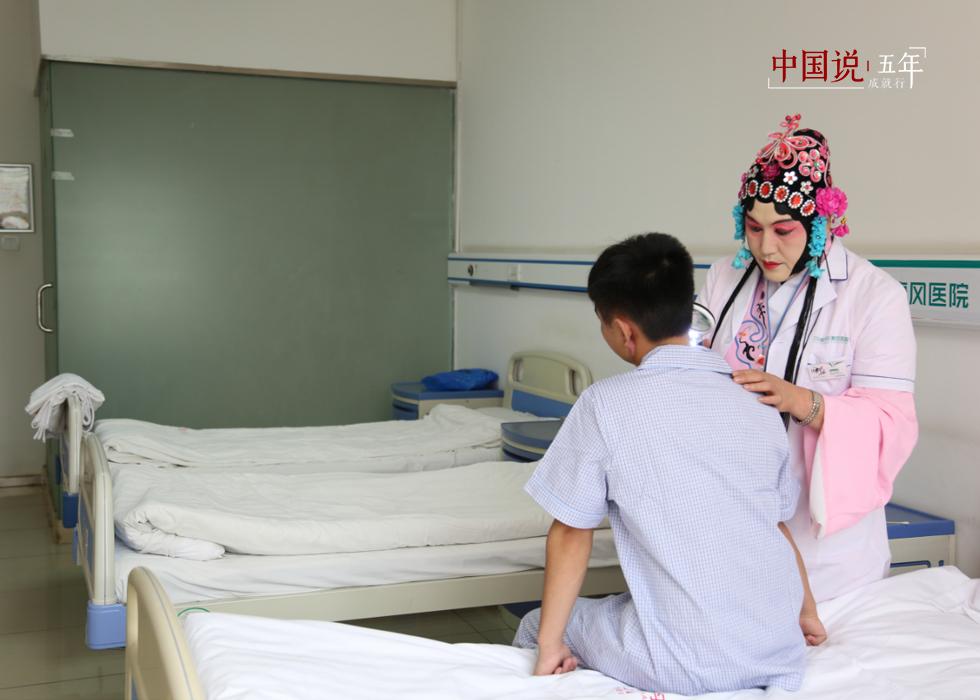 第25期:【中国说·世相】京剧脸谱医生