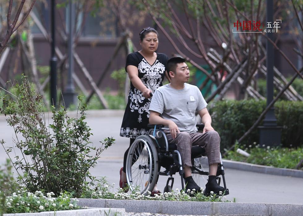 第14期:【中国说·世相】我想带妈妈看大海