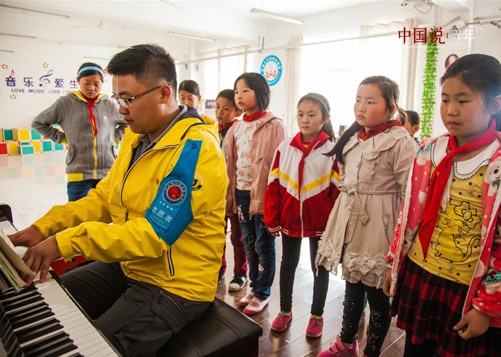第12期:【中国说·世相】19岁志愿者的万里爱心路